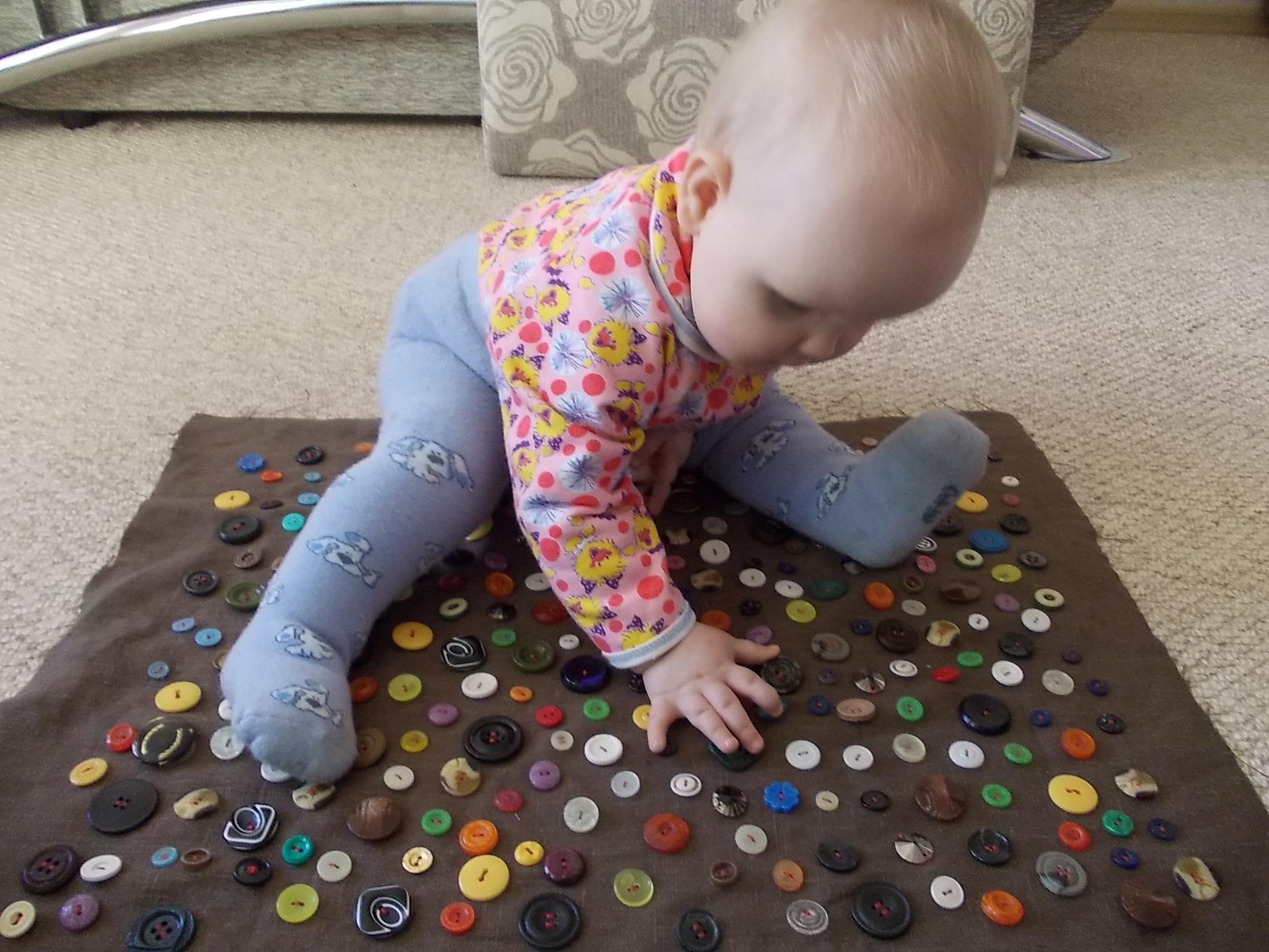 Как сделать игрушки для ребенка своими руками